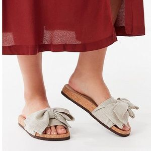 UO Taupe Linen Bow Pool Slides